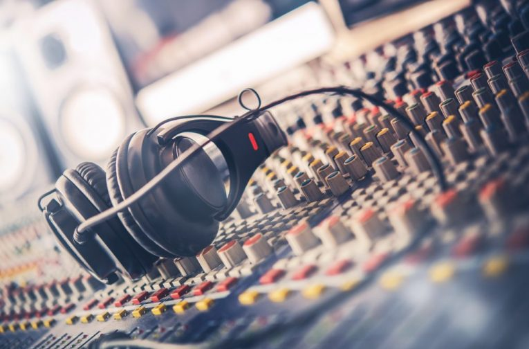 Studio-Sound-mixer